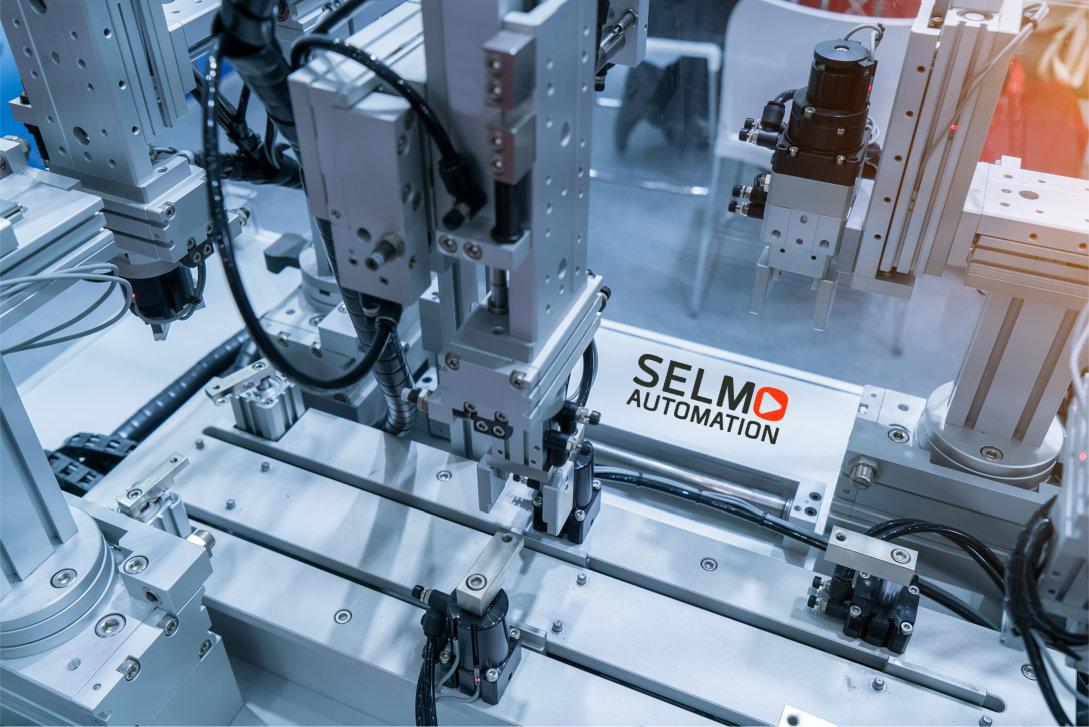 Maschine von SELMO Automation in voll automatischem Einsatz